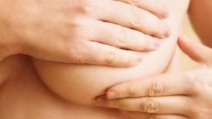 Что делать, если перед месячными болят соски