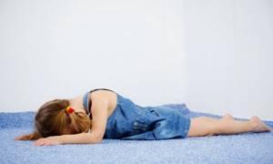 Истерика у детей и взрослых: причины, проявления, 8 способов оказания помощи, методы коррекции и лечения