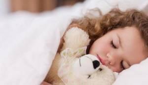 Как приучить ребенка спать в своей кроватке: советы психолога и 9 распространённых ошибок