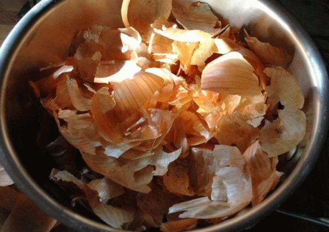 Как вызвать месячные отваром из луковой шелухи