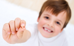 Когда выпадают молочные зубы у детей: 4 врачебных запрета