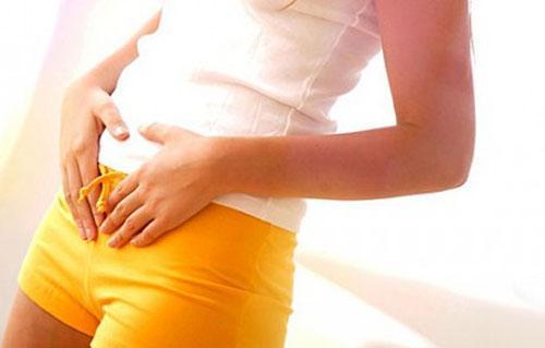 Почему появляются выделения желтого цвета перед, после и вместо месячных
