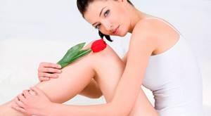 Почему у женщин возникают выделения с неприятным запахом и как это лечить