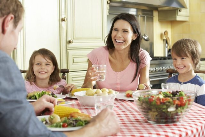 Правила этикета за столом для детей и подростков: 4 главных рекомендации детского психолога