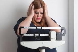 Причины увеличения веса перед месячными: провоцирующие факторы