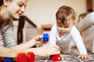 Развивающие игры для детей до года: обзор и описание 57 игр отдельно для каждого месяца от детского психолога