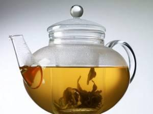 С какого возраста можно давать ребенку чай: черный или зеленый, состав напитка и как выбрать?