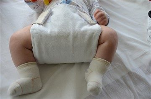 Широкое пеленание ребёнка: 2 показания, 4 способа, полезные советы