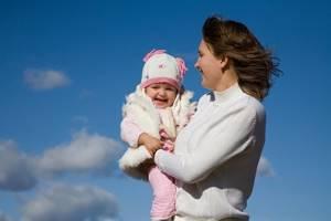 Сколько можно гулять с новорожденным осенью, зимой и летом?