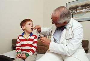 Стрептококк в горле у детей: симптомы, 6 методов лечения, 4 осложнения