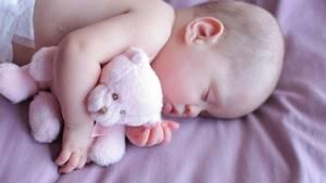 Выделения у новорожденных девочек и постарше: белые, коричневые, зеленые