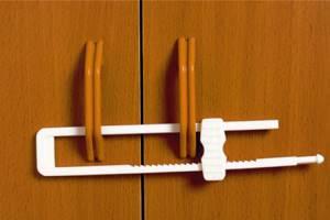 Замки от детей на мебель, защитный экран для плиты, накладки на углы и другие меры безопасности ребёнка в доме